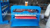 Das Wellblech-Blatt, das Maschine, die Rolle bildet Zeile herstellt, Jobstepp deckt Maschine mit Ziegeln
