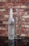 Botella de whisky vacía con el corcho