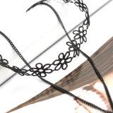ハンドメイドのかぎ針編みの黒のレースの花の薄いチェーン二重層のチョークバルブのネックレス