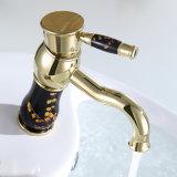 Золотистой классицистической установленный палубой Faucet керамического смесителя ванной комнаты клапана латунный