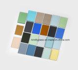 El gris, bronce, azul, verde, color teñió el vidrio