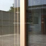 Моторизованные алюминиевые Venetian шторки в изолированном Tempered ясном стекле