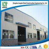 Lavoro d'acciaio nel magazzino della barra d'acciaio della costruzione di edifici