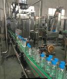Машина оборудования автоматической минеральной вода бутылки любимчика разливая по бутылкам заполняя