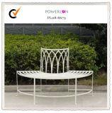 装飾的な鉄の庭の木のベンチ