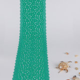 スカラップで仕上げられた端が付いている緑の小さい花のすべてのスパンデックスそしてナイロンレース