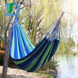 Buntes im Freienmöbel-Baumwolseil-im Freien kampierende Hängematte auf Baum