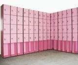 多彩な4つのドアの更衣室のロッカー