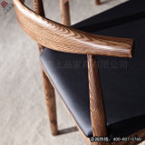 A mobília de madeira do restaurante ajustou-se com a cadeira famosa do chifre da vaca (SP-CT582)
