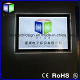 Anunciando a parede do indicador que pendura a caixa leve de cristal do diodo emissor de luz