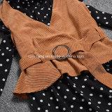 Polka-Punkt-Frauen `S Kleid