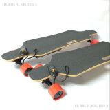 Standardbedingungs-elektrisches Skateboard mit den roten, orange oder grünen Rädern
