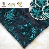 Bordado verde da tela do laço para o vestuário e a remoção de ervas daninhas da mulher. C10028