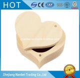 Petite boîte-cadeau en bois de coeur fait sur commande de logo pour la boucle d'oreille de collier de boucle