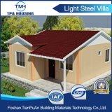 Casa pré-fabricada elevada de Proformance com os painéis solares no telhado
