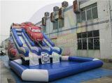 성인과 아이를 위한 거대한 팽창식 차 물 미끄럼