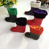 子供のための安い透過PVC庭の雨靴、より暖かいはさみ金が付いているブート