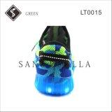 熱い販売の織り方の子供および大人LEDのスニーカーの靴