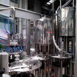 Machine remplissante et de capsulage de l'eau minérale pure