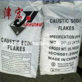 La buena soda cáustica del hidróxido de sodio de la calidad (NaOH) forma escamas (los 99%)