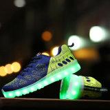 El LED más de moda se divierte los zapatos con 3 colores