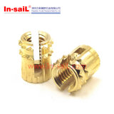 Presionar-en las tuercas con estrías de cobre amarillo de las piezas insertas
