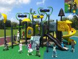 Kaiqi im Freienspielplatz der mittelgrossen ausländischen themenorientierten Kinder (KQ50026A)