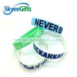 Accettare il nuovo tipo personalizzato braccialetto del silicone di Debossed per trasporto