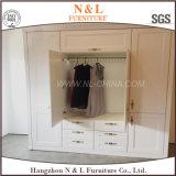 現代白い木の寝室のキャビネットの戸棚