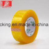 L'emballage adhésif acrylique à base d'eau jaunâtre de l'espace libre BOPP enregistre 120rolls sur bande dans un carton