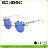O metal relativo à promoção colorido caçoa óculos de sol
