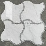 Tuile de mosaïque de marbre Waterjet blanche de marbre de lanterne de Carrare pour la salle de bains