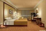 白く旧式なフランスのヨーロッパ式の3つのドアによって切り分けられる木の結婚式の寝室の家具はキャビネットに着せる