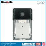 工場価格120lm/Wは光電池5年の保証100-277VのIP65 20W屋外LEDの壁ライトを防水する