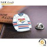 Divisa suave modificada para requisitos particulares del Pin de la solapa del pecho del botón de la mariposa del esmalte del metal para el regalo