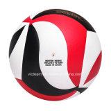 Volleyball stratifié coloré s'exerçant dans la taille officielle 5