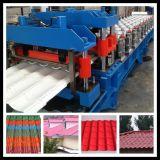 Farbige Glasur-Stahlfliese, die Maschine bildet