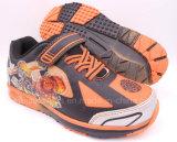 男の子のためのライトが付いているスポーツの靴
