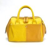 Sacchetto giallo delle signore di colore