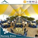 De in het groot Witte Tent van de Luifel van de Partij van het Huwelijk van de Luxe met Voeringen en Gordijnen