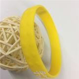 Produits promotionnels personnalisés estampés gravés en relief de bracelets de silicones