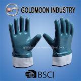 Голубая ладонь нитрила покрыла полно окунутые перчатки