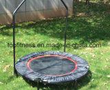 O Trampoline ginástico profissional do equipamento com projeta