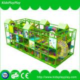 Campo da giuoco dell'interno del gioco di giro del parco di divertimenti dei capretti
