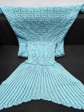 뜨개질을 한 인어 테일 담요 성숙한 뜨개질을 한 소파 베드 던짐은 인어를 덮는다