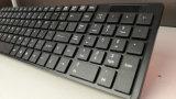 A grande distância magro super opera o teclado de computador prendido USB sem fio