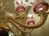 Красные стеклянные золотистые канделябры сплава цинка заливки формы