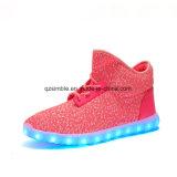 Premières chaussures élevées de vente chaudes d'éclairage LED de Yeezy Flykint pour des enfants