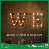 Le mariage fait sur commande marque avec des lettres le signe de lettre d'ampoule de signes de chapiteau d'amour