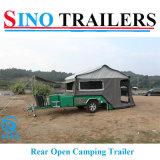 fora dos reboques de acampamento da estrada com barraca